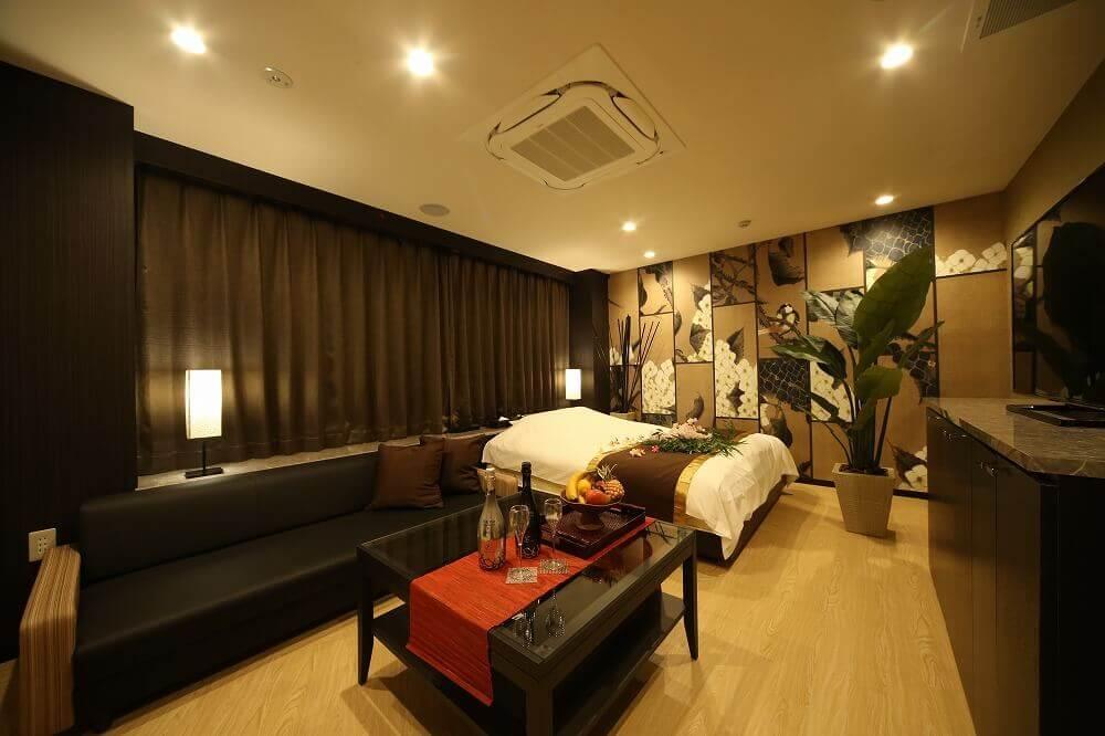静岡駅前ラブホテル 艶 603号室 ベッド