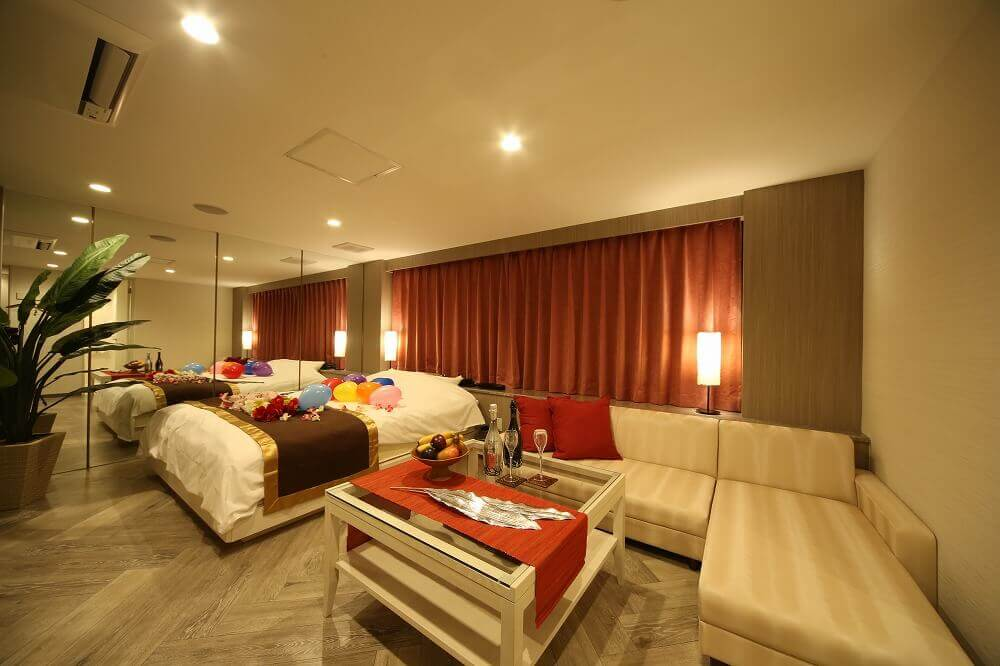静岡駅前ラブホテル 艶 607号室 ベッド
